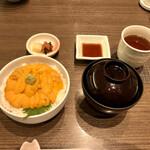 126687230 - ウニ丼4600円。味噌汁、香の物付