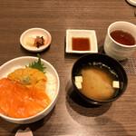 126687232 - ウニ、サーモン2食丼 味噌汁、香の物付き