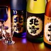 一鳥一炭 - 料理写真:一鳥一炭がこだわった「北雪酒造」の日本酒。醪を機械で搾ることなく、酒袋に入れて吊り下げ、 滴り落ちてきた雫だけを集めたお酒です。 雫酒ならではの、デリシャスな香り、繊細な味、軽い後味をお楽しみください