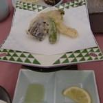 12669107 - 抹茶塩で頂く天ぷら