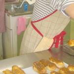 セントカトリーヌ - ケーキ教室で頑張る皆さん(みなさん良く出来ています)