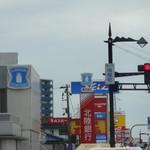 廻る富山湾 すし玉 - 掛尾町交差点から、すし玉を見る。