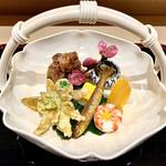126697959 - 店名は八寸からのものではなく、昭和の代に宝ケ池に『八新』という料亭があり、その流れらしい。当時は滋賀の名門料亭 『招福楼』さんにも匹敵する料亭だったとのこと。