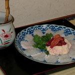 ひとし - 夏料理の肝と卵付き白身です。冬のフグ料理は写真出せないので・・・