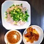 梁 - 料理写真:生センマイと白菜キムチ