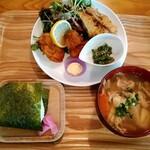 ピーターズ・カフェ - 料理写真:日替わりランチ 豚汁おむすびセット(飲物これから)