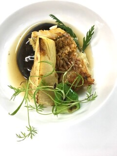 ミチノ・ル・トゥールビヨン - 甘鯛の鱗焼き 蕾菜筍添え