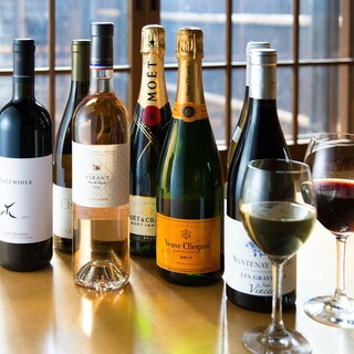 50種以上の豊富なボトルワイン!珍しいグラスワインもご用意