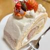 Puthimarie - 料理写真:カットしたロールケーキ