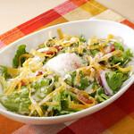 半熟たまごのシーザードレッシングサラダ