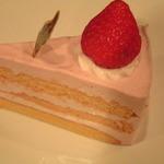 アゼリア - イチゴとパプリカのケーキ
