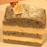 アゼリア - 黒胡麻のケーキ