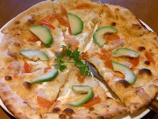 トゥ・ザ・ハーブズ アトレ目黒店 - ずわい蟹とアボカドのピザ