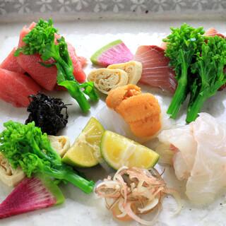 瀬戸内の新鮮な旬魚介を贅沢に。お造りはお酒との相性もばっちり
