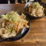 麺屋 さくら - 奥は魚介系すた麺