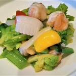 Taxaruxxufon - 海鮮三種と季節の野菜炒め