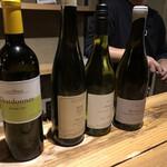 葡萄酒屋イータ - どれしましょ?とおすすめ4本から選びました。