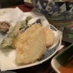 味処 とっくり - 旬の野菜と玉ねぎの天ぷら