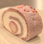 フランス菓子アトリエ リリアン - 料理写真:桜と苺のロール。