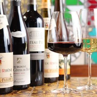 料理とともに味わいたいフランス産ワインを中心にラインナップ