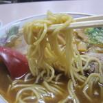 岡山中華そば 後楽本舗 - やや細めの麺。