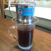たびえもん - コンデンスミルクを入れた濃厚な甘さ。ドリッパー器具も特徴的で、見ていて楽しい「ベトナムコーヒー」です♪