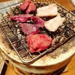 鉄板鶏舎tori to tamago - 白レバー、皮、砂肝