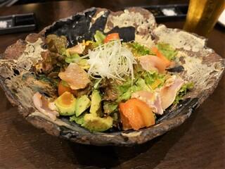 鶏屋 Wakame - 胸肉とアボカドのサラダ ¥700