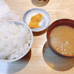 三是食堂 かつどころ - ご飯、味噌汁、漬物