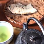 ナニワヤ・カフェ - たいやき(1個)セット 煎茶。