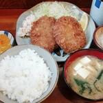 かつてい - 料理写真:手作りメンチかつ定食 800円
