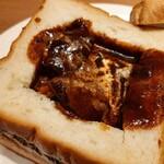 126748430 - じっくり煮込んだ柔らかな牛肉がゴロリ!お肉のエキスを凝縮したような、濃厚な旨味のビーフシチュー