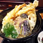 天ぷら食堂 天八 - 上天丼のアップ