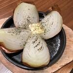 たこ焼き鉄板バル OCTO - 丸ごと玉ねぎのオーブン焼き!