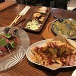 恵比壽ビヤホール - カリーブルスト、前菜盛合せ、マグロのカルパッチョ、タコのパン粉焼