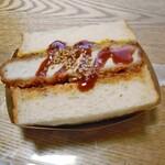 サフラン - 料理写真:生色四元豚の特製カツサンド