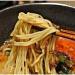 鶴亀飯店 - 小麦感の強い麺。