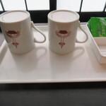 126756334 - 京都タワーの絵が入ったマグカップ