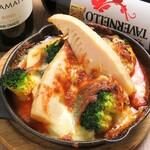 4階のイタリアン 磨屋町 - 春野菜と生ソーセージのチーズ焼き