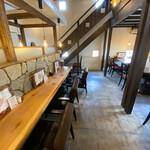カフェド アニバーサリー - 店舗内部その2 奥の階段から2階へ行けます。