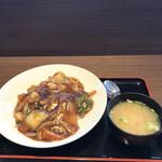 岩見沢サービスエリア(上り) - 海鮮黒醤油あんかけ飯¥820