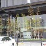 スターバックス・コーヒー - 建物の周りは、竹が植えられています。 京都らしいですね。