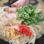 W2 - とんこつラーメン ( ´θ`) 麺ミセ 紅生姜 もやし ニンニク