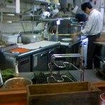 12680111 - カウンターから見た厨房