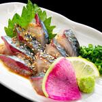 海鮮×寿司 魚衛門 - 一本釣り鯖のゴマサバ