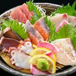 海鮮×寿司 魚衛門 - 刺身盛り合わせ