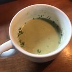ハックベリー - ランチのスープはほうれん草。