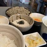うさぎ庵 - ランチのEセットはとろろご飯とお蕎麦