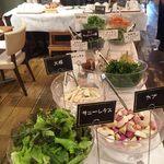 全てのランチで100%無農薬BiO野菜のサラダバーがご利用頂けます!