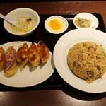 126805993 - 炒飯定食